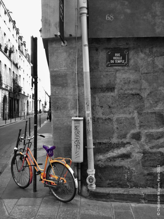 This image has an empty alt attribute; its file name is paris.jpg